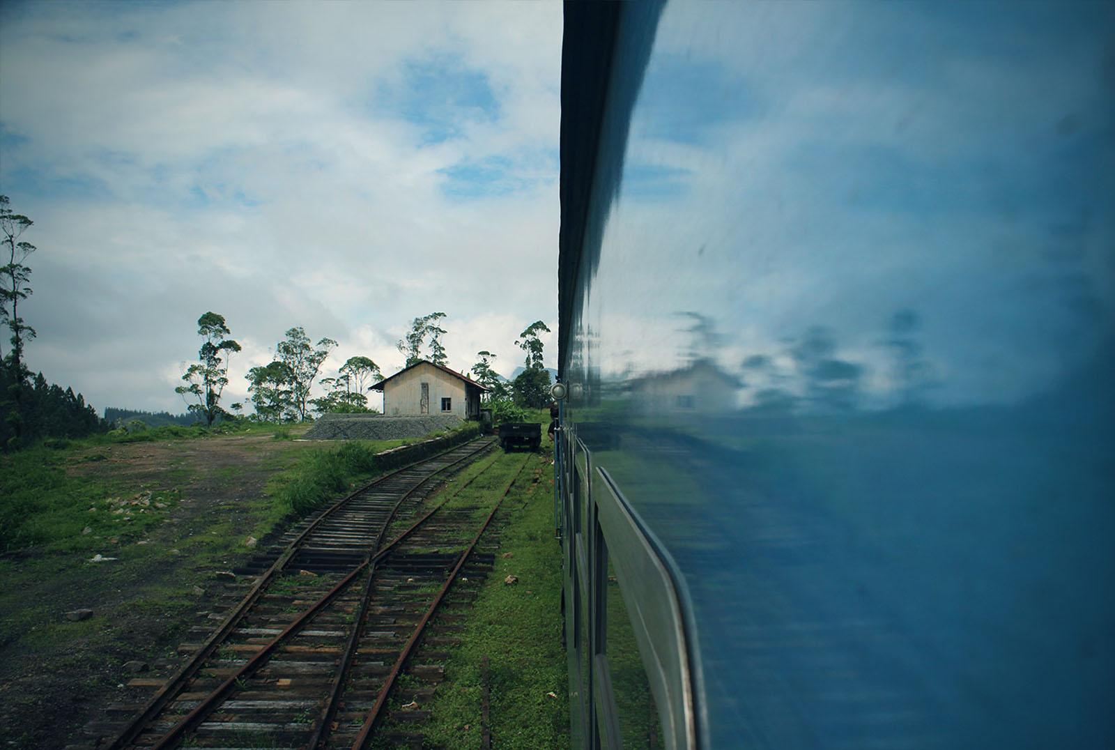 Unfassbar, durch welche Welten uns der Zug hindurch brachte. Mit nur einem Gleis, so dass die entgegenkommen Züge und wir uns nur an den idyllischen Stationen vorbeilassen konnten.
